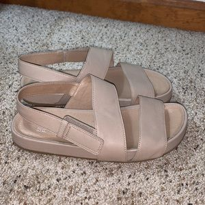 Eileen Fisher Curve Tumbled Leather Sandal- 7.5